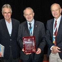 Un Italiano premiato dai Chirurghi Americani